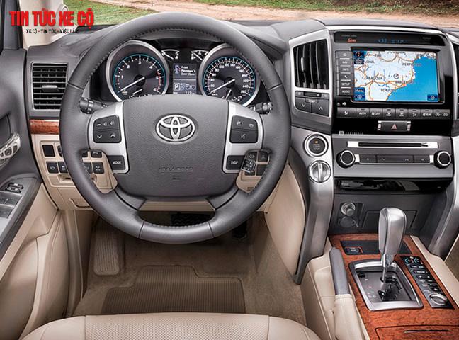 Nội thất Land Cruise V8  tiện nghi và rộng rãi, sang trọng