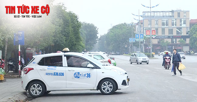 Đặt xe taxi trước bạn có thể liên hệ với số điện thoại của tổng đài hoặc hotline